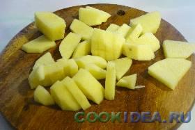 Картофель чистим, моем и нарезаем ...