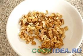Грецкие орешки хорошо промываем, чтобы ...
