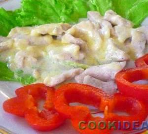 Индейка в сметанно-сырном соусе