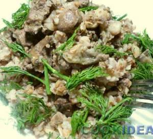 Печень куриная с гречкой и грибами