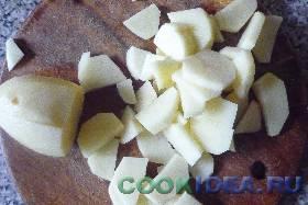 Картофель чистим и нарезаем ломтиками. ...