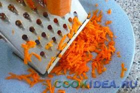 Морковку чистим, моем и натираем ...