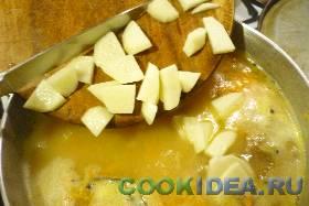 Картофель чистим и нарезаем небольшими ...